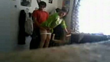 Amateur Desi wife giving head