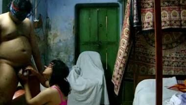 Indian hairy camgirl masturbating
