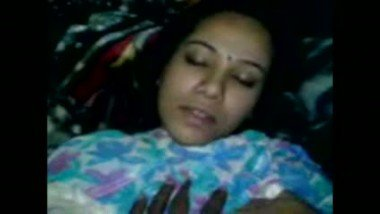 Gorgeous desi bhabhi in hindi sex video clip