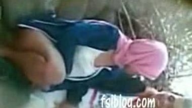 Indian College Babe Fucking With Peon In Class Room