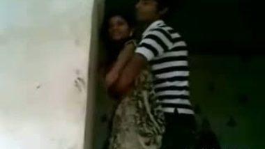 Mumbai College Lovers Enjoying Kissing at Home