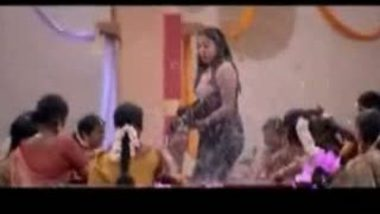 Mallu aunty caught by servant during bath