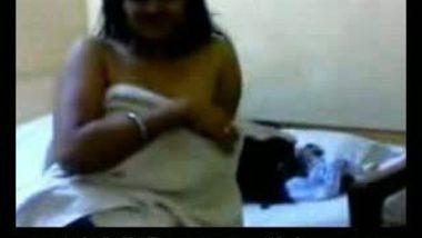 Famous callgirl mona aunty naked bath