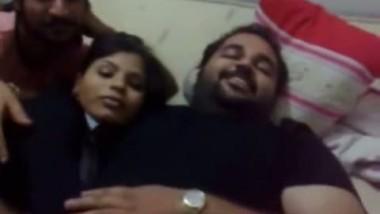Desi aunty exposed boobs outdoor