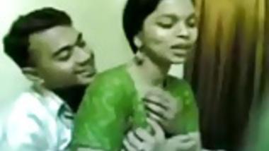 Busty bhabhi showing her melon boobs