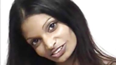 Stunning Indian Babe Jasmine shows her sexy juicy boobs