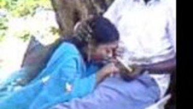 Desi girl loves her nipples get licked by her boyfriend
