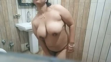 Indian girl in hijab stripping on webcam