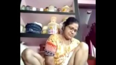 Indian slim village house wife xxx video with neighbour