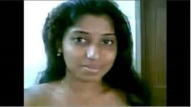Madurai teen girl exposing her naked body on request